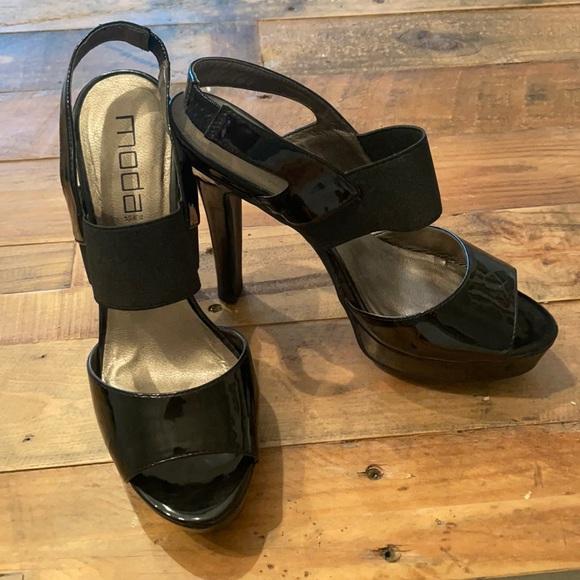 Black patent platform heels- so pretty! 9M